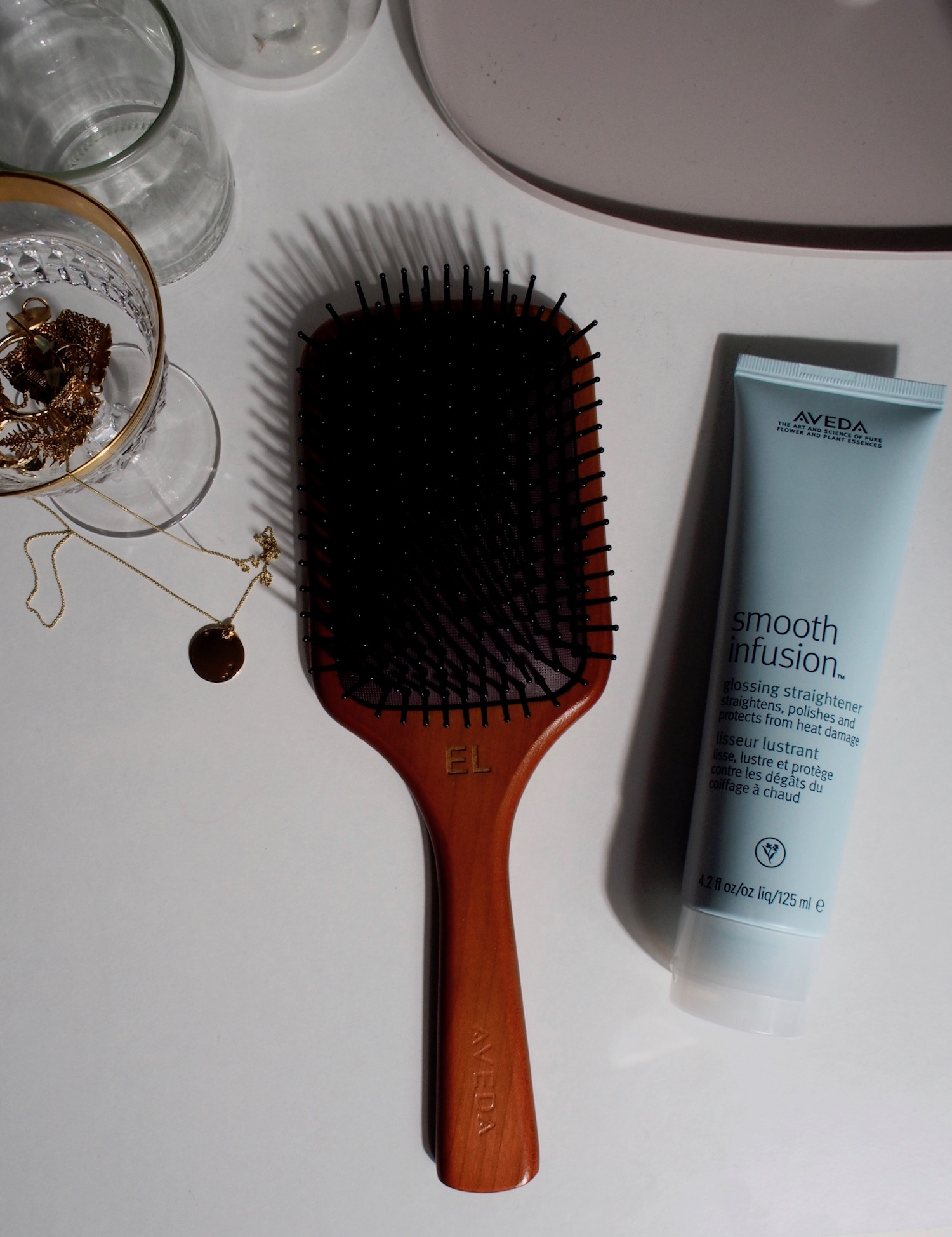 Beautyblog Beautyblogger BARE MINDS Elina Neumann Aveda smooth infusion glossing straightener