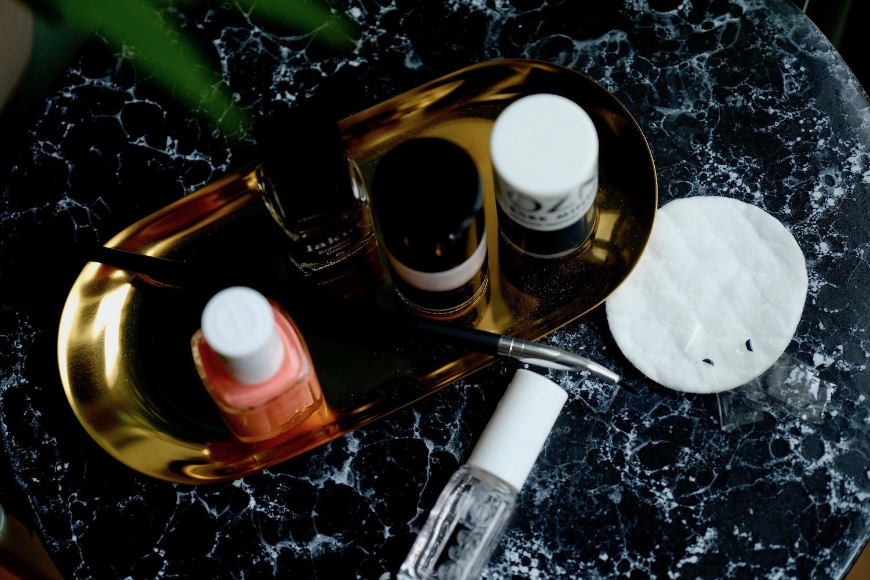 Beautyblog Beautyblogger BARE MINDS Elina Neumann arty Nailart Farbwahl