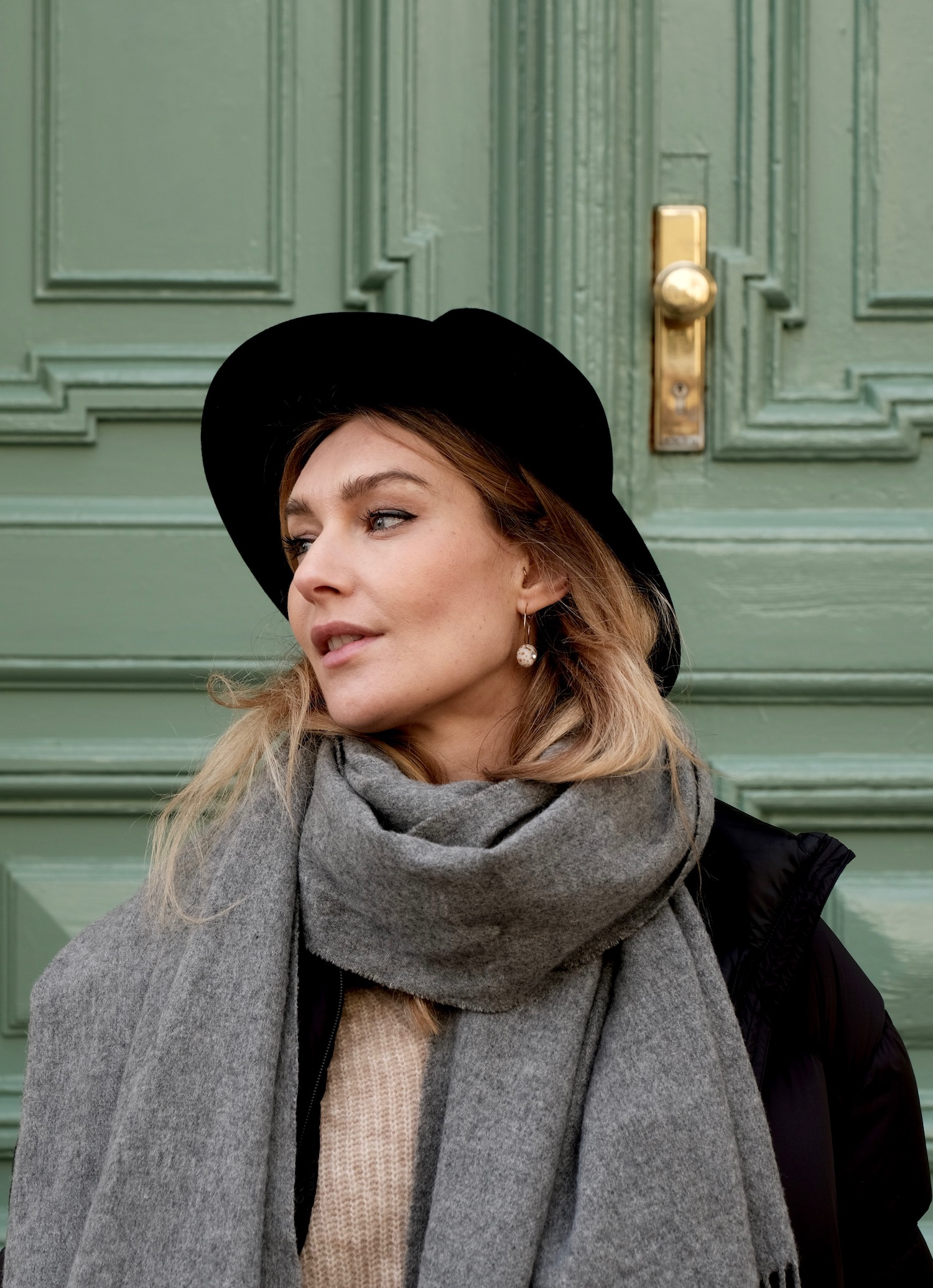 Beautyblog Beautyblogger BARE MINDS Elina Neumann how to winter outfit mit hut