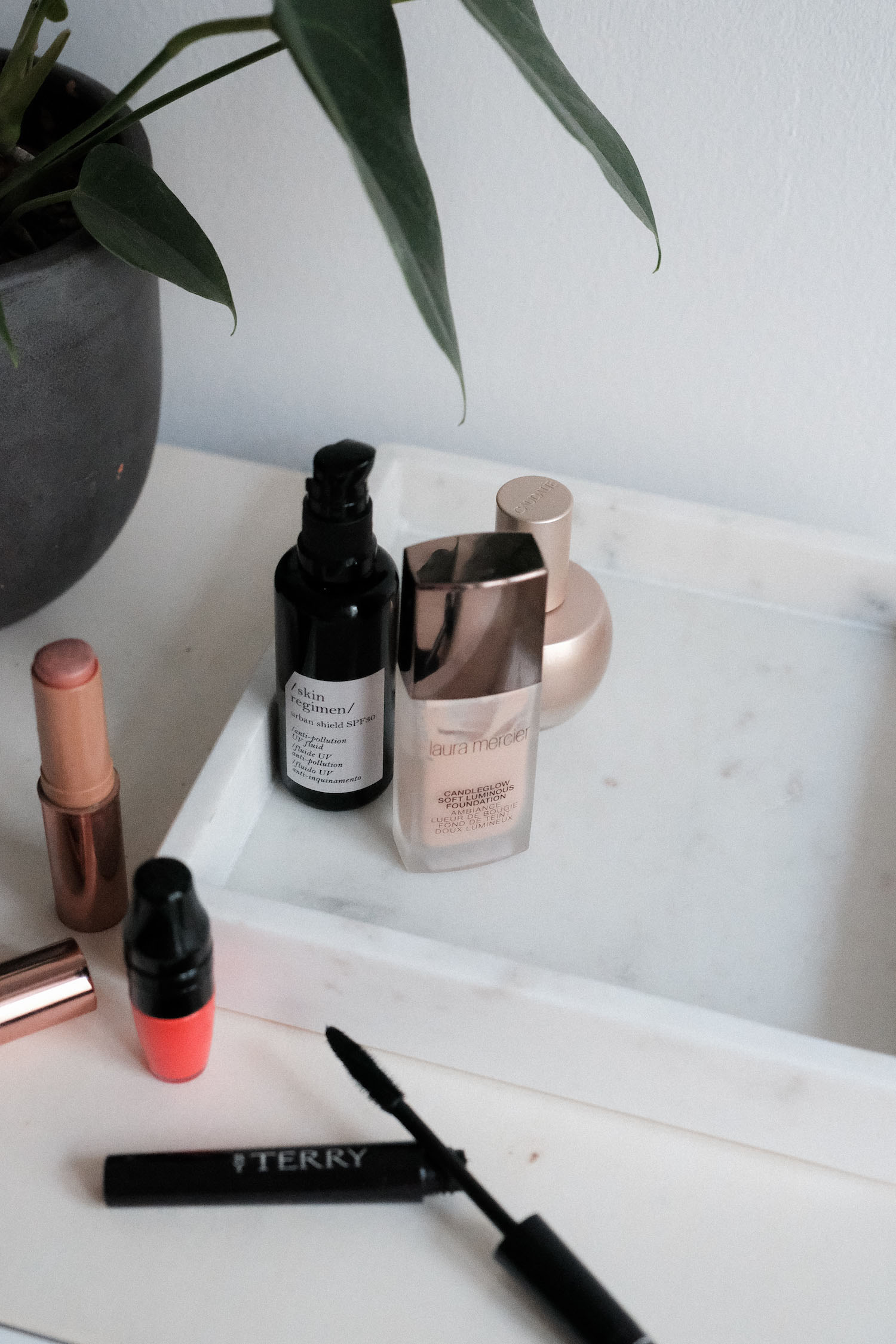 Beautyblog Bare Minds Laura Mercier Candleglow Luminous Foundation