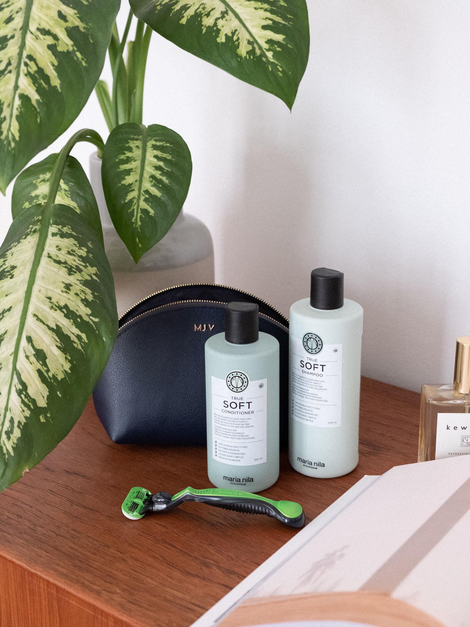 Beautyblog effektives Kofferpacken Shampoo von Maria Nila nach dem Sonnenbad