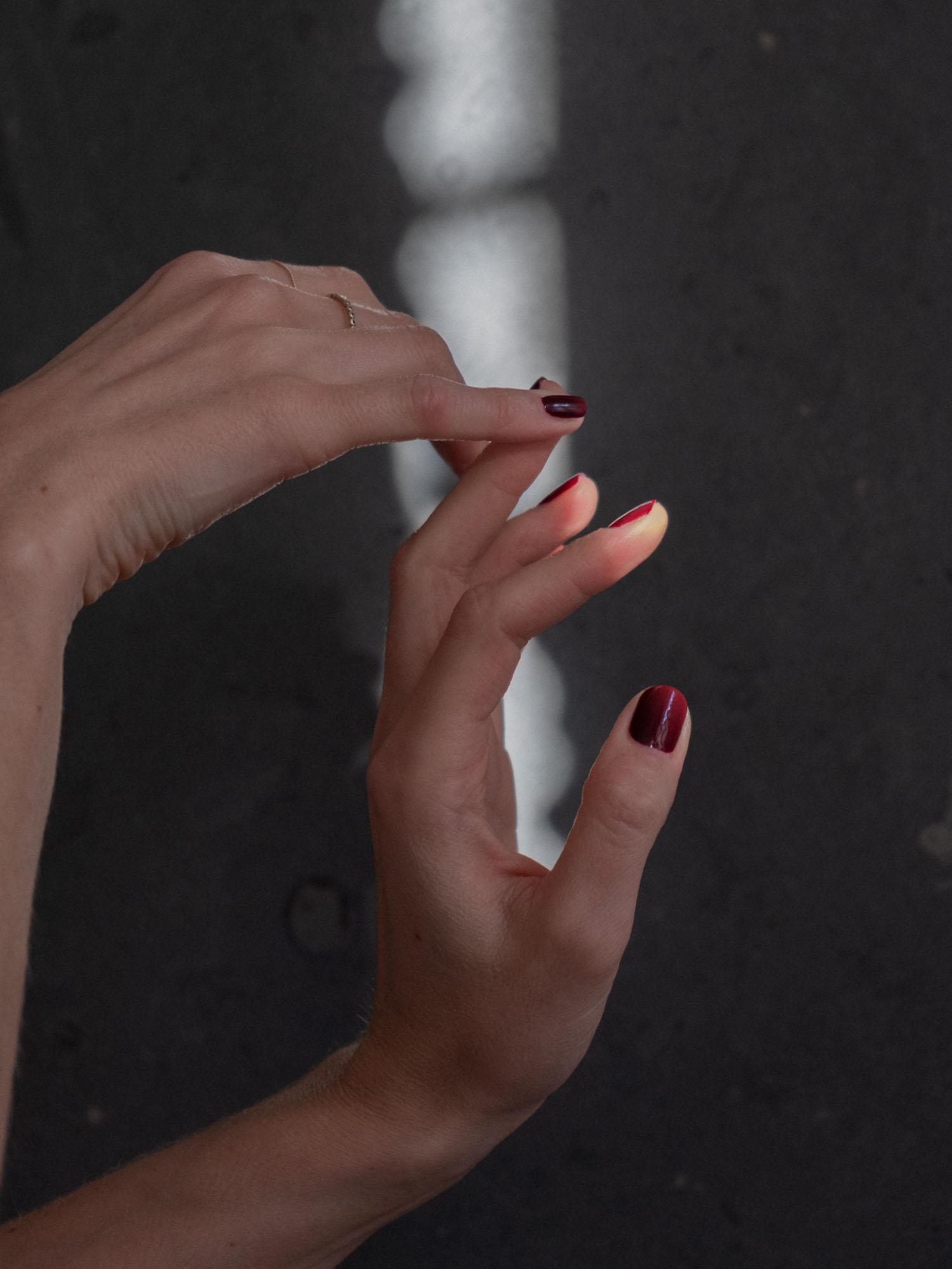 Beautyblog Tipps für dunklen Nagellack 1