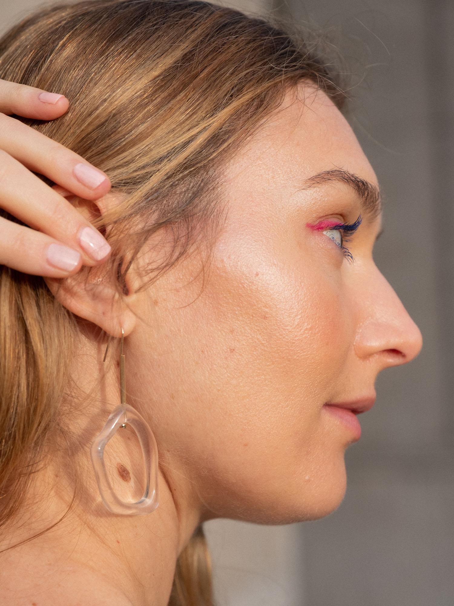Beautyblog roter Eyeliner blaue Wimpern
