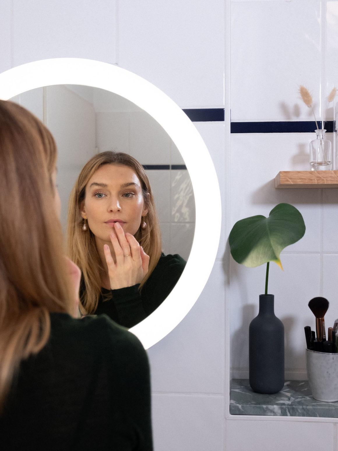 Bare Minds Philips Hue White Ambiance Adore Badezimmer-Spiegelleuchte