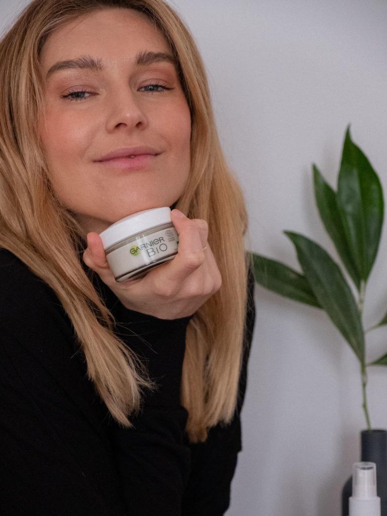 Beautyblog Bare Minds biozertifizierte Naturkosmetik Garnier Bio Tagespflege