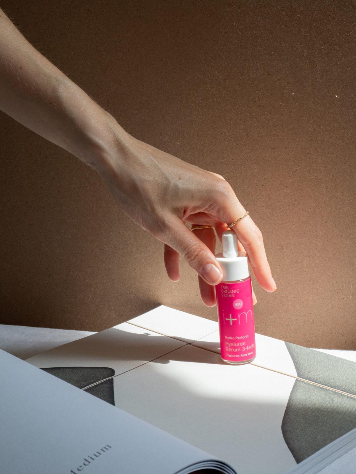 Beautyblog BareMinds Naturkosmetik für den Sommer i plus m Naturskosmetik Hydro Perform Hyaluron Serum 3-fach 5