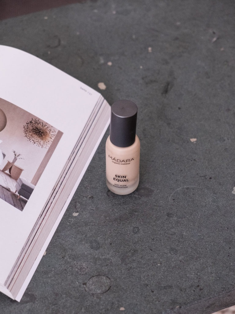 Blogazine Beautyblog BareMinds Cleane Foundations für unreine Haut Madara Skin Equal Foundation