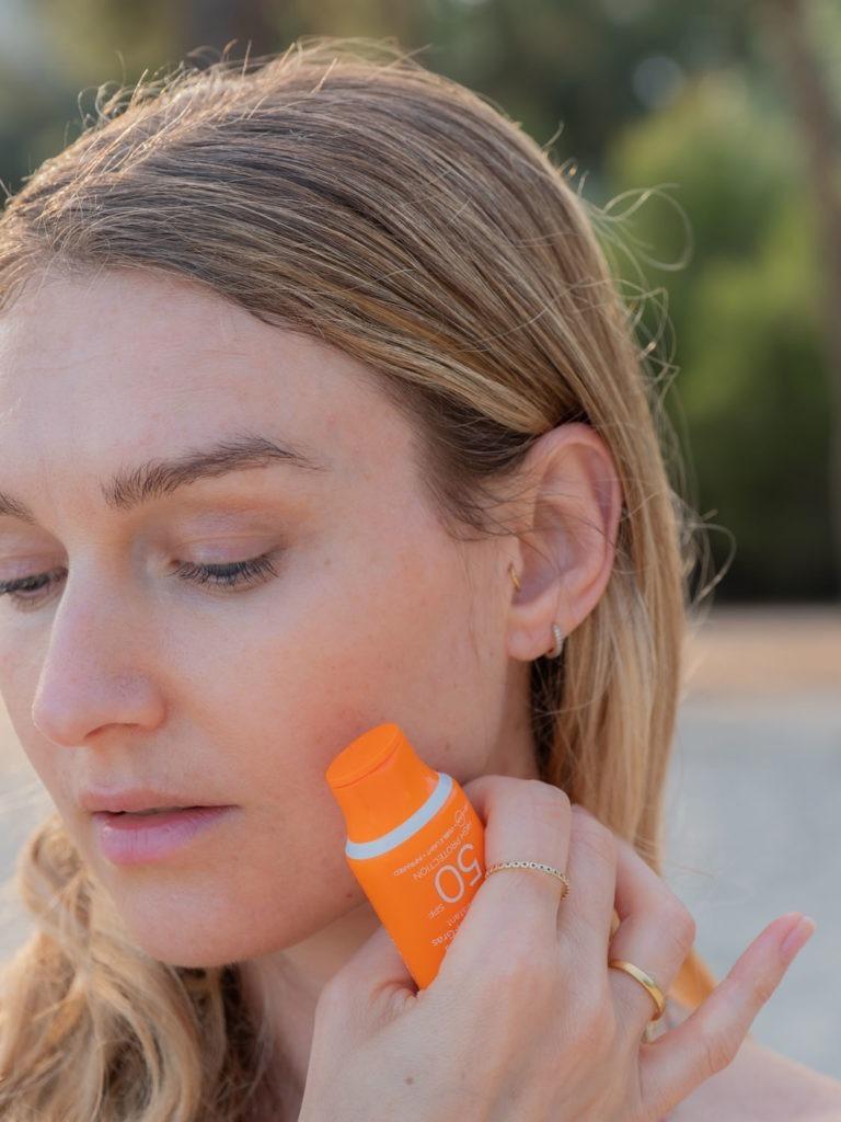 Beautyblog_BareMinds_moderner Sonnenschutz_Lancaster Sun Sensitive Milky Fluide SPF 50 2